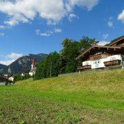 Appart-Tirol-Außenansicht-Haus-Kirche_NEU